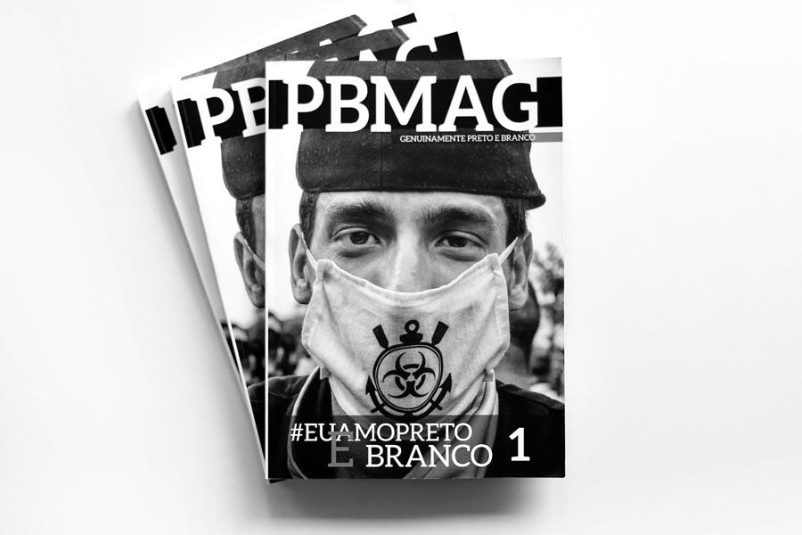 Uma revista de fotografia 100% preto e branco.