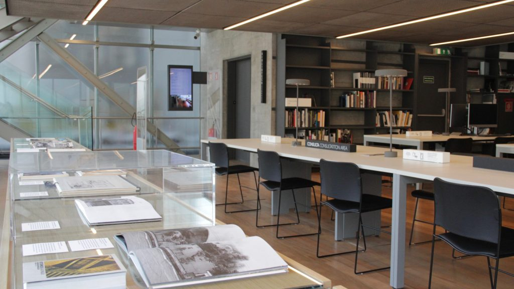 Biblioteca de Fotografia do IMS Paulista.