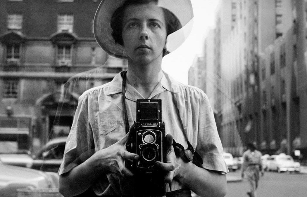 A genialidade de Vivian Maier em Self-Portraits