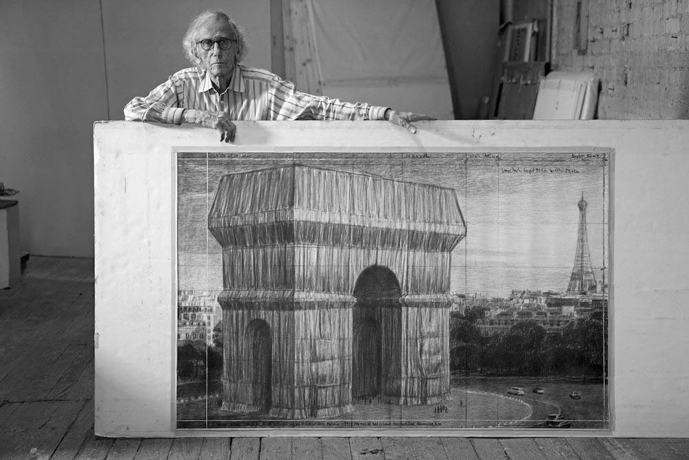 Arco do Triunfo é embrulhado com tecido – Christo e Jeanne-Claude